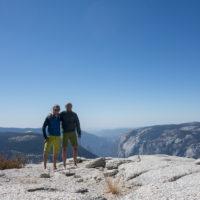 Am Gipfel des Half Domes, im Hintergrund der El Capitan.